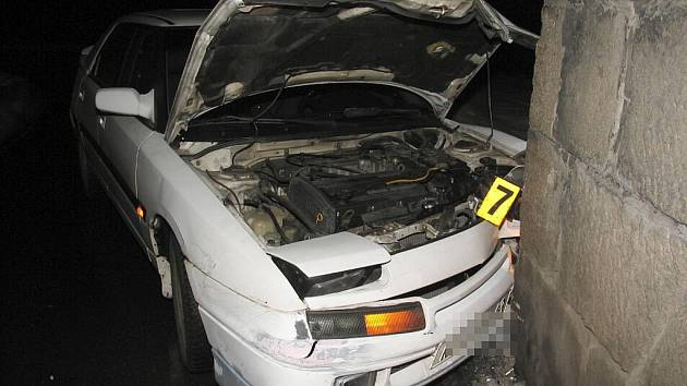 Nepřiměřená rychlost na náledí byla s největší pravděpodobností příčinou úterní dopravní nehody v Karlových Varech – Dvorech.