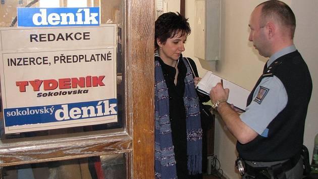 VYKRADENÁ REDAKCE. Redaktoři Sokolovského deníku včera ráno stanuli u vypáčených vchodových dveří. Po zloději policisté pátrají.