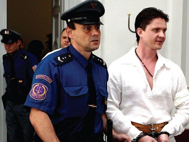 Členové zločineckého gangu zůstávají zatím i se svým údajným šéfem Milanem Zádamským (na snímku) ve vazbě.