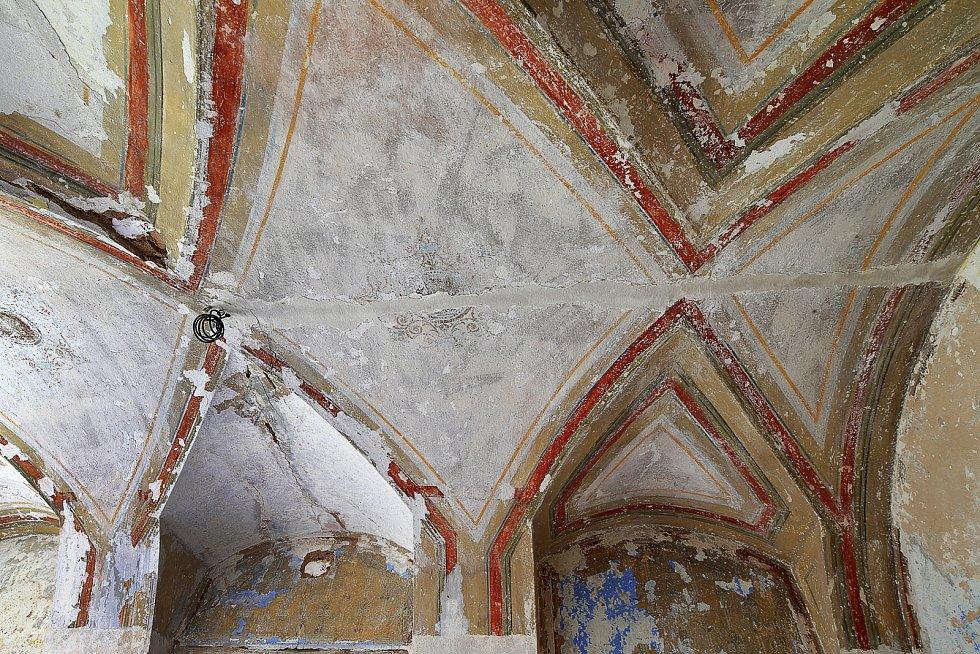 Zámek ve Štědré koupila před deseti lety od italského podnikatele obec. Od té doby se ze zchátralého objektu stává barokní klenot. A honosí se titulem zachráněná památka.