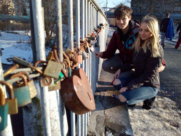 Na mostě lásky přibyly na Valentýna další zámečky.