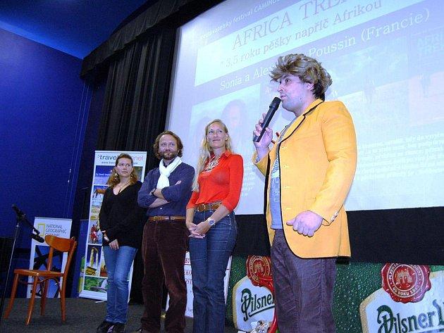 Hlavními hvězdami letošního ročníku byli cestovatelé Sonia a Alexander Poussin (uprostřed).