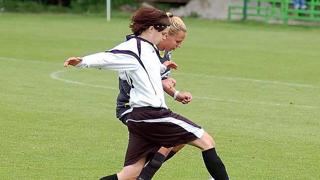 Fotbalistky karlovarského 1.FC vstoupily do druhé ligy vítězstvím.