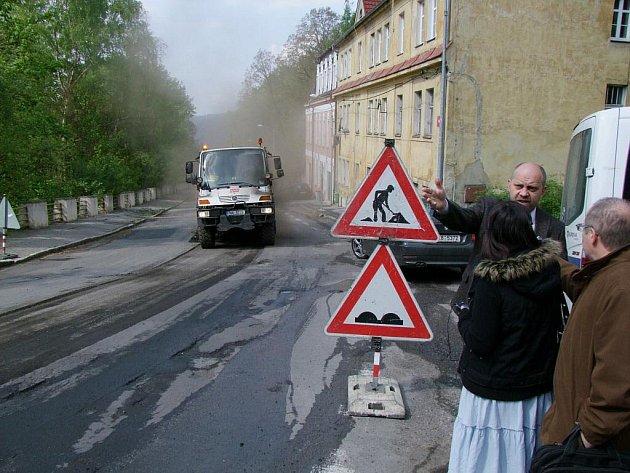Frézování vozovky na Staré Pražské