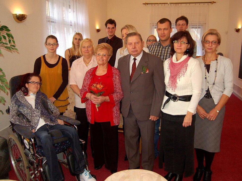 SPOKOJENÝ PÁR. Manželé Eduard a Elfrída Latislavovi oslavili spokojených padesát let soužití.