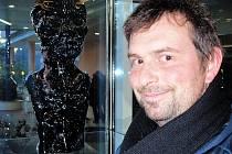 Práce své i svých kolegů v Sun Gallery představil zástupce ředitele novoborské sklářské školy Jiří Suchý.
