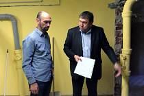 ředitel domova Alfréd Hlušek a náměstek hejtmana Miloslav Čermák.