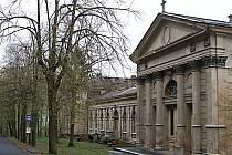 Na městském hřbitově v Drahovicích jsou desítky hrobů, které už nemají vlastníka.