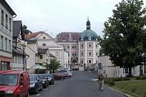 Oprava silnice se dotkne i Bečovského náměstí.