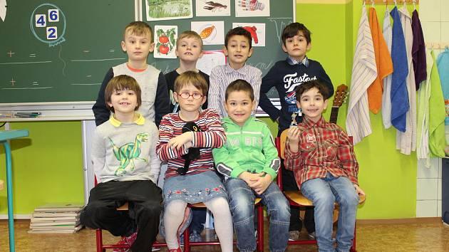Žáci první třídy ze Základní školy v Mozartově ulici v Karlových Varech.