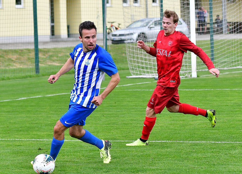 Fotbalisté Ostrova si na společné tréninky bez omezení musí ještě nějaký čas počkat.