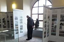 V klášterním areálu v Ostrově jsou k vidění výstavy.