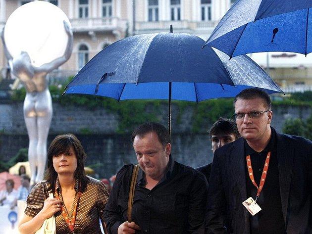 Delegace slovenského filmu Pokoj v duši přicházejí na premiéru filmu v rámci mezinárodního filmového festivalu v Karlových Varech.
