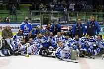MISTŘI. Sledge hokejisté Nowaco Sharks Karlovy Vary se  na třetí pokus dočkali titulu mistra České republiky.