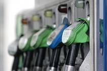 Ceby benzinu v Karlovarském kraji mírně klesly, u nafty to bylo naopak.