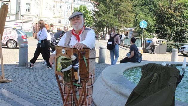 Součástí festivalu je i jarmark před Hlavní poštou.