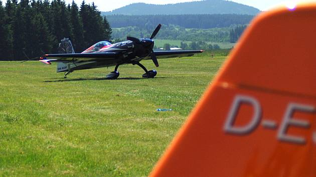 V Přílezech se v uplynulých dnech konal devatenáctý ročních soutěže v akrobatickém létání.