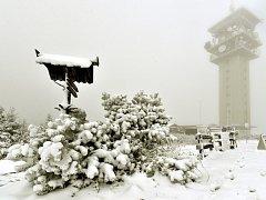 Sníh na vrcholu Klínovce.