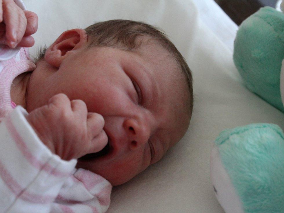 ELEN SLADOMELOVÁ se narodila v Sokolově 14. 3. 2017