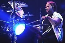 Bubeník skupiny Olympic Milan Peroutka při svém posledním koncertu v karlovarské KV Areně.
