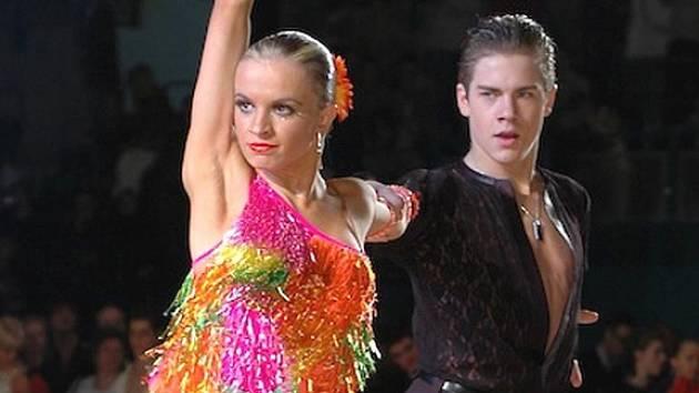 Karlovaračka Lenka Návorková s partnerem Jakubem Drmotou tvoří úspěšný taneční pár.