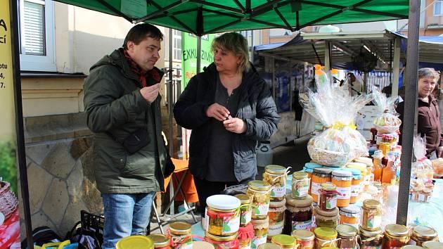Farmářské trhy v Karlových Varech se nově konají dvakrát do měsíce.