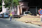 V Karlových Varech začala ve čtvrtek sanace nestabilního skalního masivu v Mariánskolázeňské ulici.