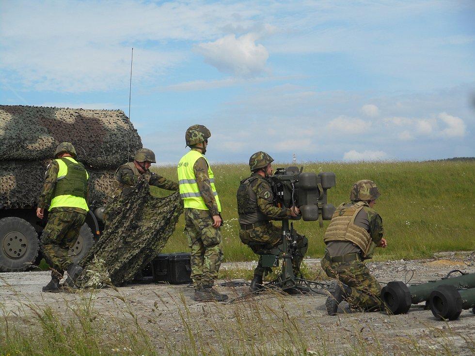 Vojáci z protiletadlového pluku ve Strakonicích se ve středu rozloučili se starými raketovými komplety typu Strela-10.