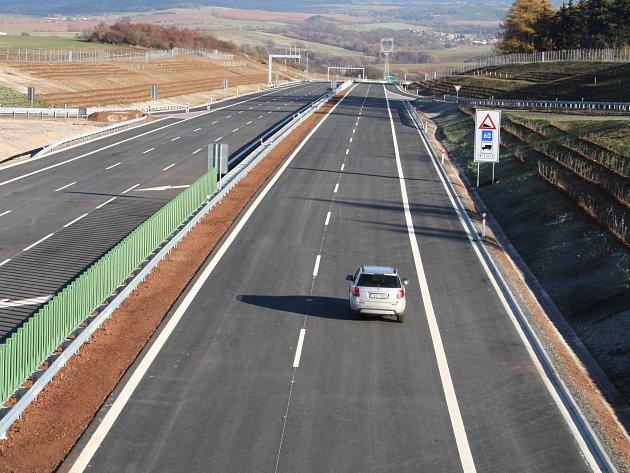 Obchvat Lubence naváže na malý úsek dálnice D6 u Bošova.