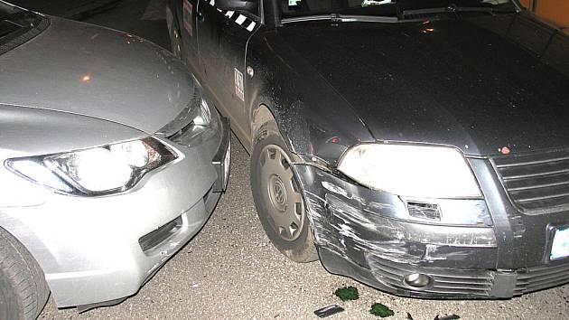 Jeden z řidičů nerespektoval světelnou signalizaci na křižovatce.