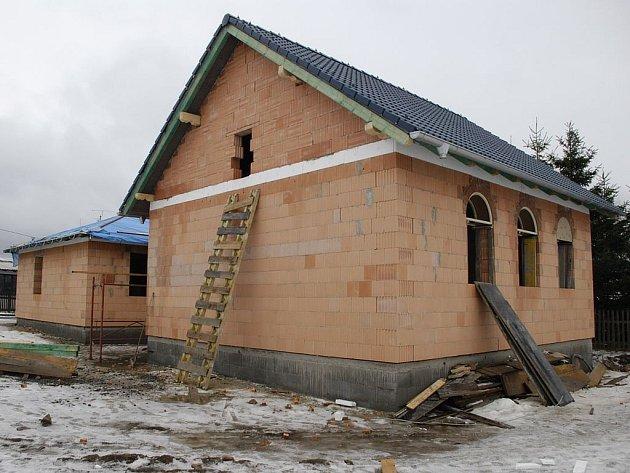 Společenské centrum jako modlitebna. Kazašští investoři chtějí v Kolové postavit několik rodinných domů včetně centra, kde by se měli muslimové scházet a modlit.