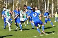 Ostrov (v  modrém) doma remizoval s lídrem z Hostouně 0:0.