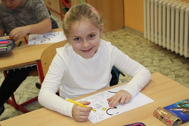 Prvňáčci ze Základní školy vBožičanech spaní učitelkou Martinou Snopkovou. Příště představíme prvňáčky ze Základní školy vChyších.