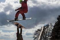 Le Grind Retro Jam je již tradiční závod ve snowparku Neklid na historických prknech z 80. a 90. let. Skiareál Neklid tak v sobotu zakončil zimní sezonu stylově, a to i s live Dj přímo na kopci a cateringem.