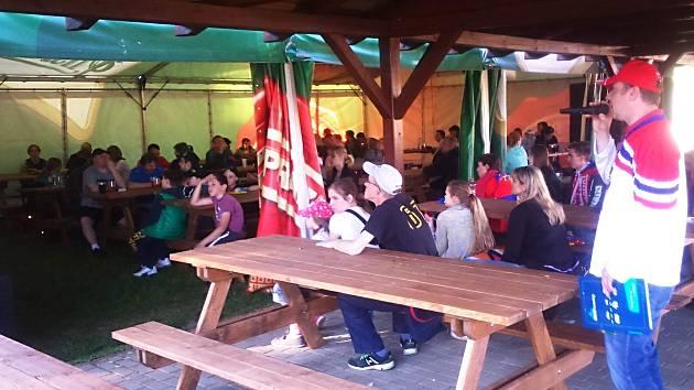 Zóna pro sportovní fanoušky v areálu Rolava.