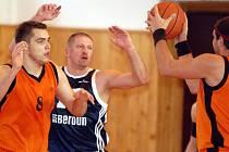 V nedělním utkání II. basketbalové ligy mužů se v Karlových Varech představil tým BK Beroun. Domácí Thermii (v oranžovém ) podlehl v poměru 78:86.