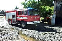 VODA ŠKODILA. Snímky ze zásahu bochovských dobrovolných hasičů po přívalových deštích na Bochovsku.