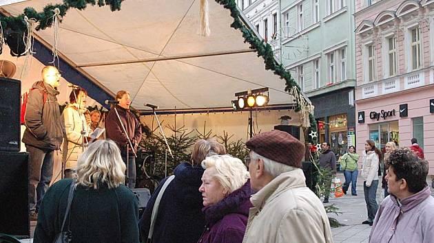 Vánoční trhy zůstávají v centru. Ilustrační foto.