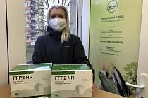Potravinová banka vydává v Karlovarském kraji i respirátory, ale ne jednotlivcům