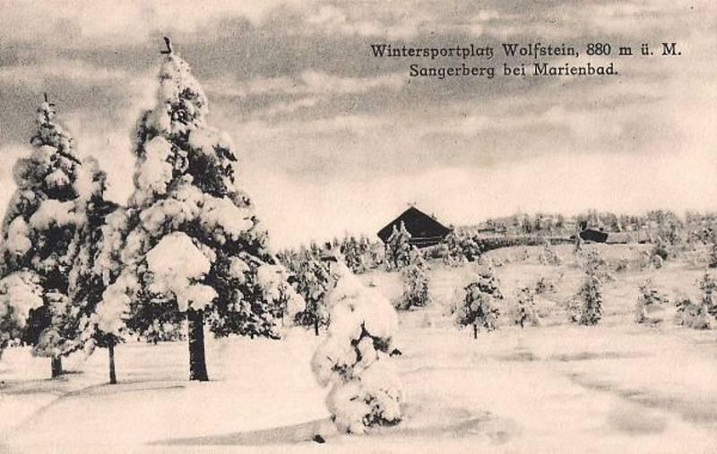 U Vlčího kamene na svahu nedaleko Pramenů stávalo středisko zimních sportů Foto: archivní dobová pohlednice