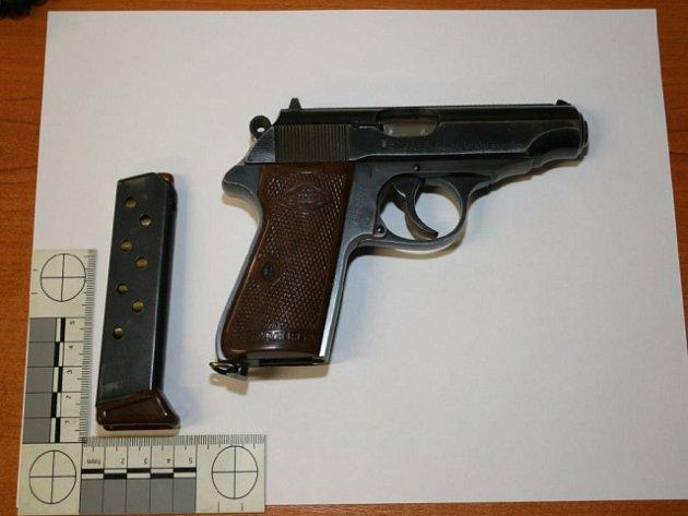 Střelnou zbraň měl řidič legálně.