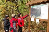 V sobotu 17. října představili ochránic přírody novou naučnou stezku na hoře Vladař u Žlutic. Tu už si prošli první turisté.