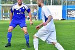 Fotbalisté Bečova ( v bílém) si o víkendu připsali na svůj účet v okresním přeboru velmi cennou výhru 4:1 nad Nejdkem B.