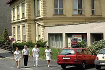 Stávající Rada Karlovarského kraje chce tento týden ještě projednat žádost o dotaci na výstavbu nového pavilonu v karlovarské nemocnici. (Ilustrační foto.)