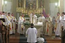 Starorolský kostel oslavil stovku. Plzeňský biskup František Radkovský ve starorolském kostele Nanebevstoupení Páně celebroval sobotní mši svatou.