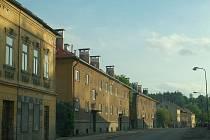 Nádražní ulice. Její část se po letech dočká nutné rekonstrukce. Na opravu obdržely Žlutice i závazný příslib dotace.
