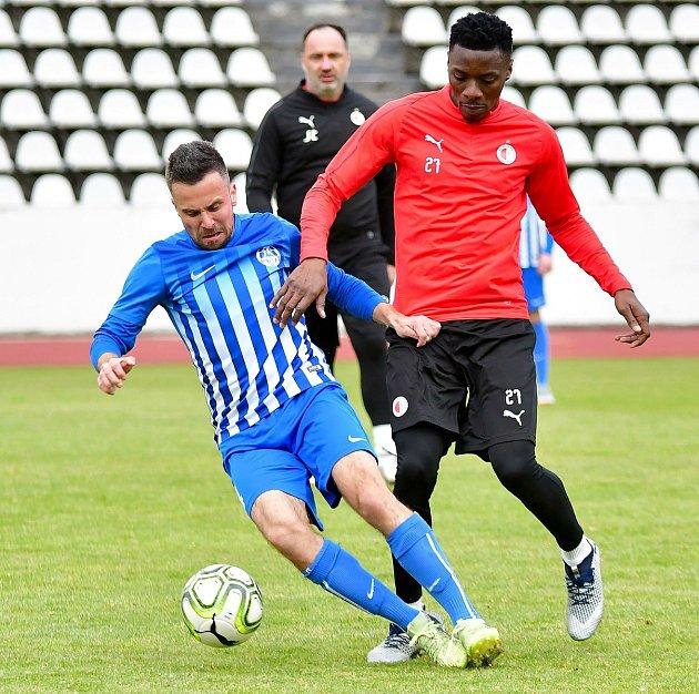 Nejen trenér či nově předseda komise mládeže OFS Karlovy Vary, ale také inadále stále produktivní hráč, to je Lukáš Jankovský.