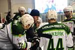 Hokejové utkání WSM Ligy - play off mezi celky HC Slavia Praha a  HC Energie Karlovy Vary 18. března v Praze. Trenér Energie Martin Pešout dává poslední pokyny.