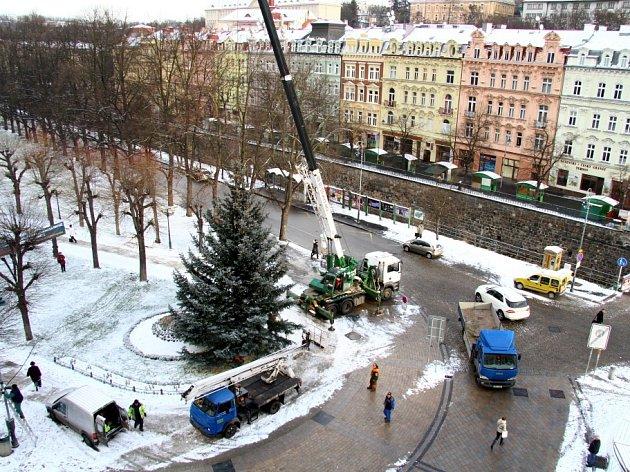 Cesta vánočního stromu z Bohatic před Hlavní poštu