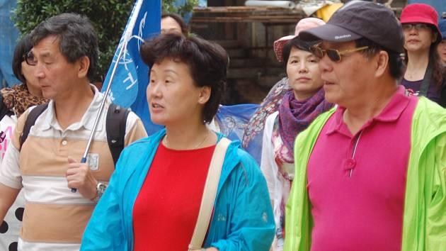 Čínští turisté míří do Karlových Varů, karlovarští politici zase do Číny.